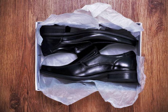 shoe wrapper machine